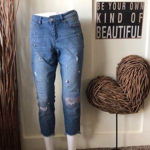 Bandolino Elisbeth crop embellished jean